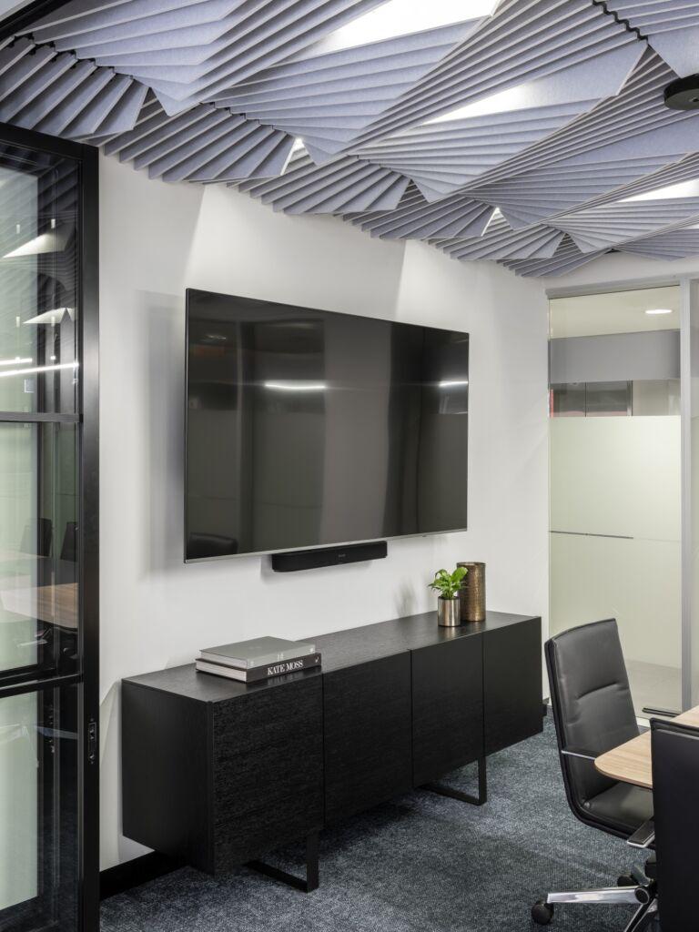 #morethanspace #interiordesign #commercialdesign #officedesign #workplacedesign #workspacedesign #workplacecollaboration #meetingroom #ceilingacoustics #operablewalls #industrialofficedesign